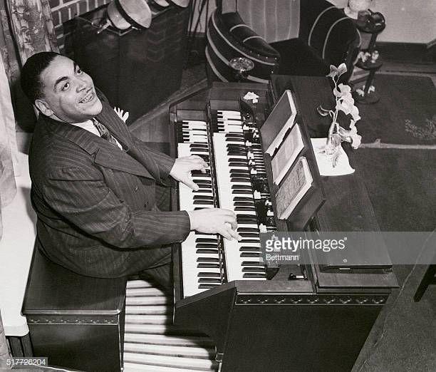 Fats Waller, jazz pianist at the organ. Photograph. | Fats ... Fats Waller Age