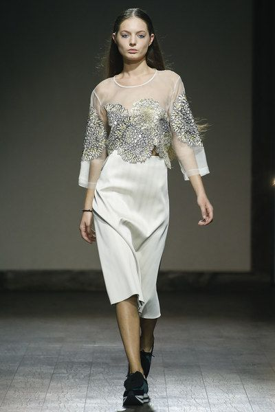 See the complete Eloshi Tbilisi Spring 2016 collection.