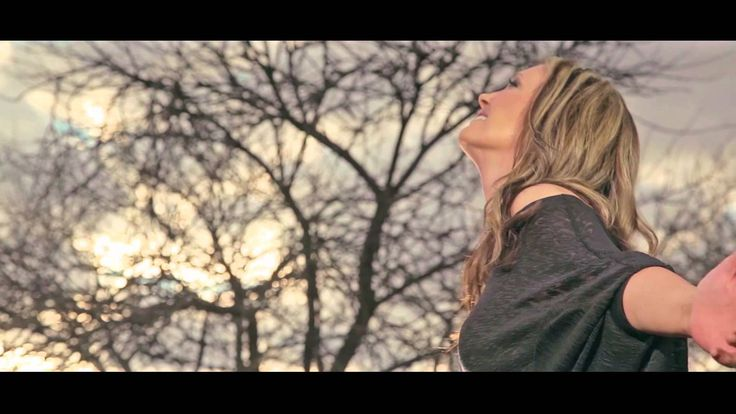 Juanita du Plessis KAALVOETKIND official music video