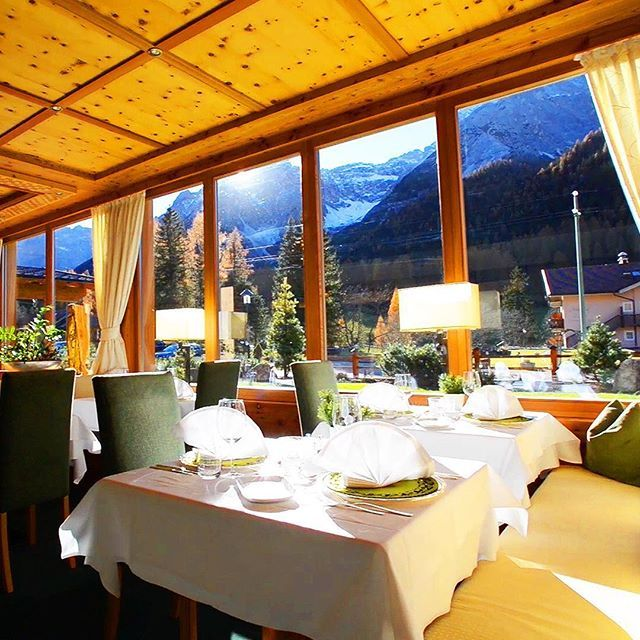 A restaurant with a wonderful view of the mountains 👌. The food was just as good as the location, excellent 💎#restaurant #luxury #luxurylifestyle #finedining #foodporn #foodphotography #food #enjoylife #rkoi #rkoidaily #like4like #likes4like #likeforlike #mountain #mountainlife #goodtimes #amazing #localcuisine #chef #luxurylife #luxuryhotel #lifedreams #holiday