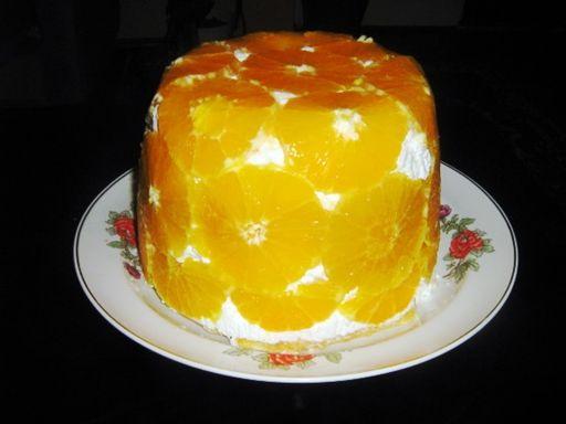 Sütés nélküli isteni narancsos túrótorta, egy kis keverés, egy kis kavarás, és kész is a látványos, finom édesség.