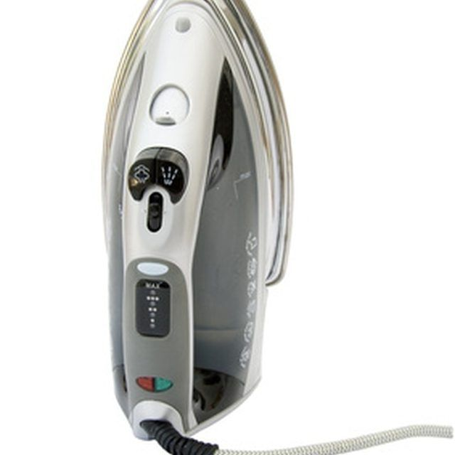 There are simple solutions for the problem of a leaky steam iron.