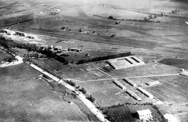 Ippodromo Capannelle (1926 ca) In basso Via Appia Nuova. :)