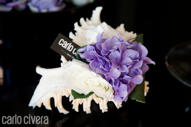 Composizione di ortensia e rosa in conchiglia naturale. carlocivera.org #conchiglia #ortensia #rosa #design