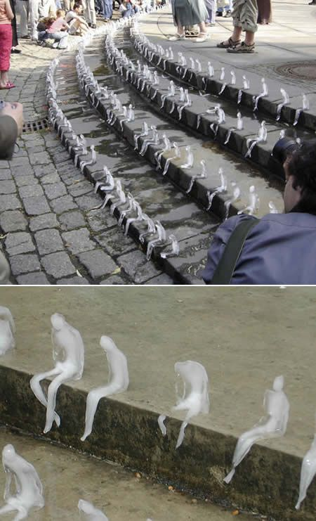 In 2009, Brazilian artist Nele Azevedo carved 1,000 'Melting Men' out of ice and placed them in Berlin's Gendarmenmarkt Square to bring awareness to global warming.:
