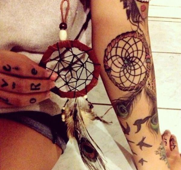 Les 25 meilleures id es de la cat gorie tatouage attrape reve signification sur pinterest - Tatouage indien signification ...