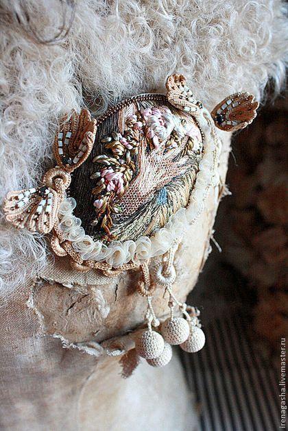 Брошь B14027 - бежевый,коричневый,брошь,картина,цветы,розы,ручная вышивка