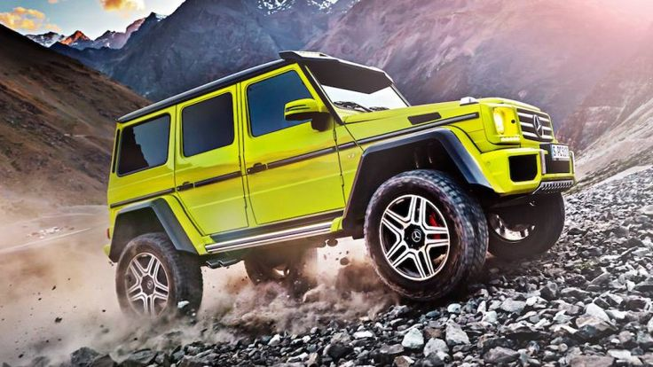 Mercedes G500 4x4 rumbles into view