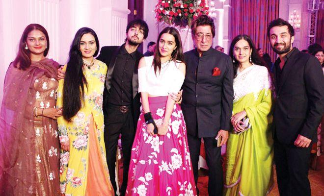 #BollywoodStars and Their #FamilyPics!