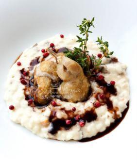 Il risotto mantecato al Parmigiano e rosmarino con quaglie al pepe rosa e riduzione al Madera