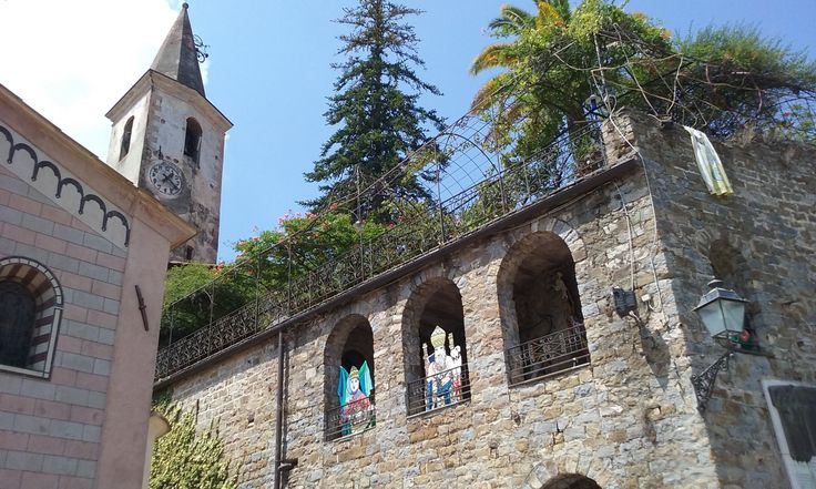 A nice look at the Tower from Piazza Vittorio Veneto in Apricale.