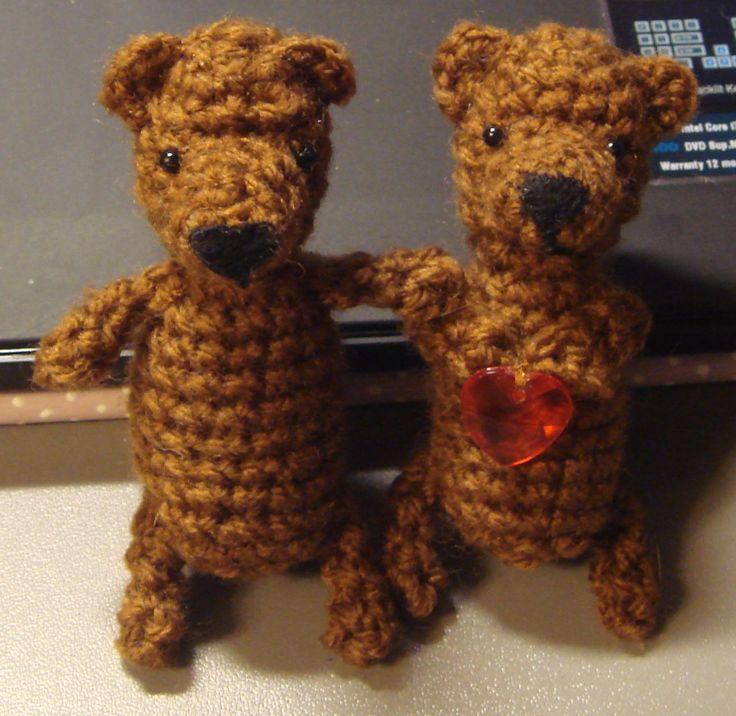 dwa brunatne niedźwiadki, szydełkowe