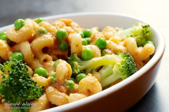 Vegan Mac & Cheese with Broccoli and Peas [with a vegan cheese sauce ...