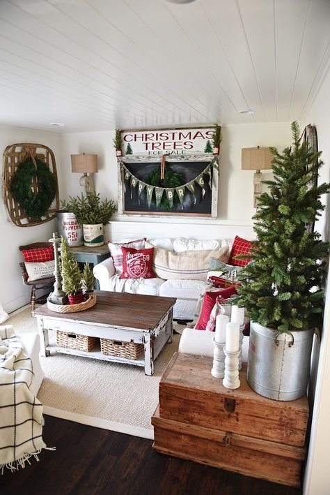 Cozy Cottage Christmas Home Tour - Filled with great cottage Christmas decor! #ChristmasHomeDecorating,