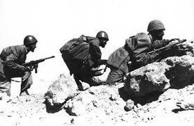 Paracadutisti della Folgore durante la battaglia di El Alamein, Seconda guerra mondiale. La battaglia fu combattuta tra Regno d'Italia e Germania Nazista contro gli Alleati nel 1941, ad El Alamein, Egitto. La battaglia si è conclusa con una vittoria degli Alleati.