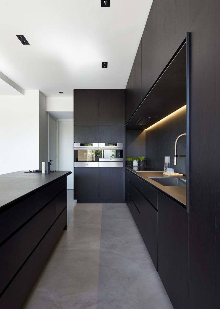 43 Dramatische schwarze Küchen, die eine mutige Aussage machen