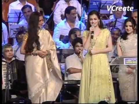 Dia Mirza Felicitates the evergreen Rekha.flv