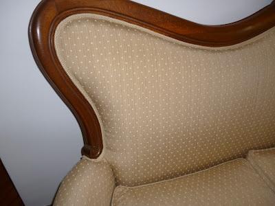 Dettaglio finitura divano in stile, rivestito in tessuto. Tino Mariani http://www.tinomariani.it/servizi.html