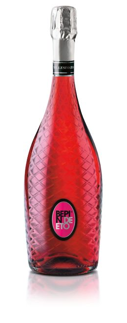 Bepin de Eto | FLAVE' ROSATO A rosé sparkling wine displaying a self-confident pink hue and a rich, long-lasting bead of bubbles. The bouquet is generous yet refined, with rich fruit. Fragrant white peach and apricot are the first to emerge, followed by melon, lychee, and pink grapefruit, ending on a fine note of ripe pineapple.