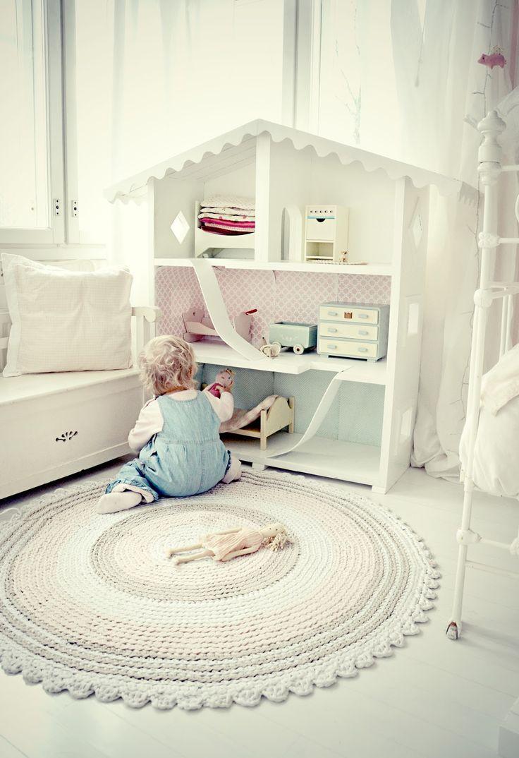 Tapetes em croche mais claros em quartos de bebê ficam um mimo