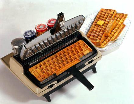 Buenos días, ¿apetece un desayuno friki waffle? :)    Visto en http://www.geeksugar.com/Geeky-Waffle-Machine-Goes-Great-Chicken-Computers-239908