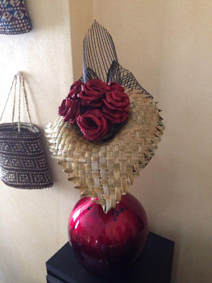 Putiputi arrangement. Roses in a lily