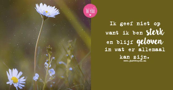 Ik geef niet op want ik ben sterk en blijf geloven in wat er allemaal kan zijn.  quote / jezelf / just be you / spreuk / zelfvertrouwen /