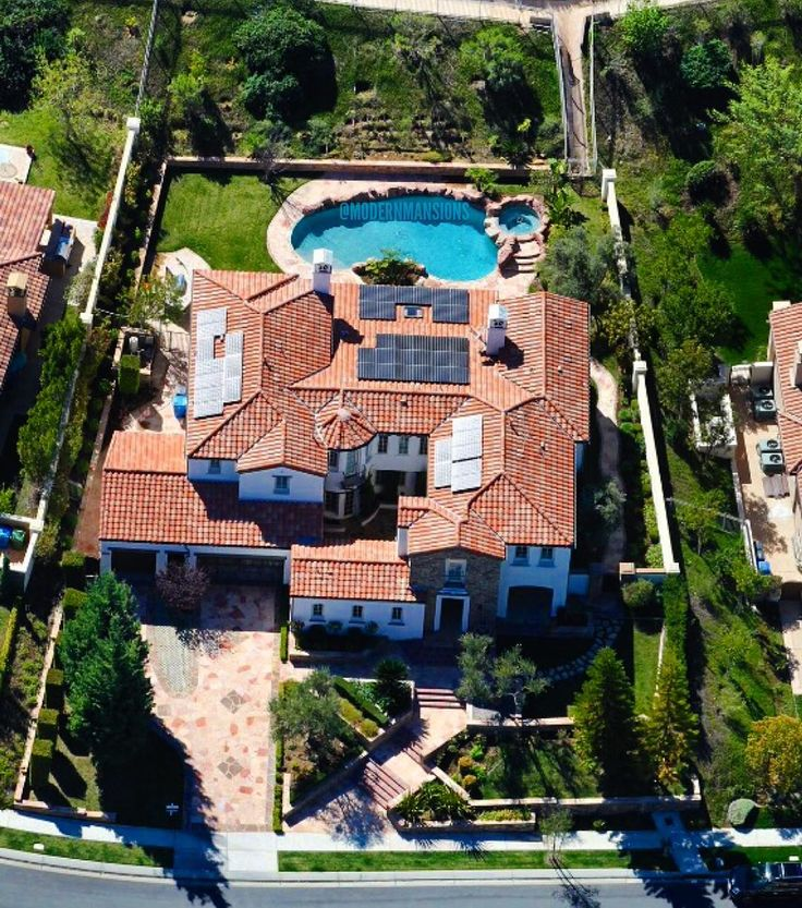 """""""@kyliejenner's $2,700,000 mansion in Calabasas that she bought when she turned 18  #ModernMansions #KylieJenner"""""""