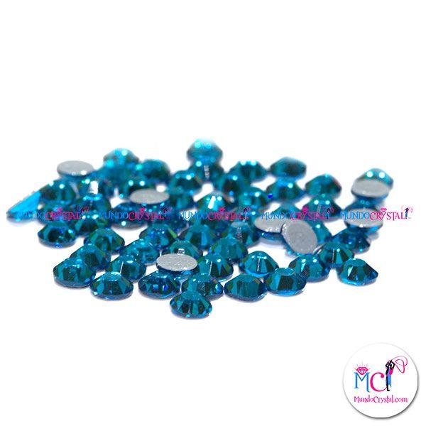 Las piedras de #strass color capri blue se venden muy bien por ser uno de los azules más bonitos de nuestra carta de colores. Muy usado para la decoración de #maillots, trajes de #baile, ropa y complementos.