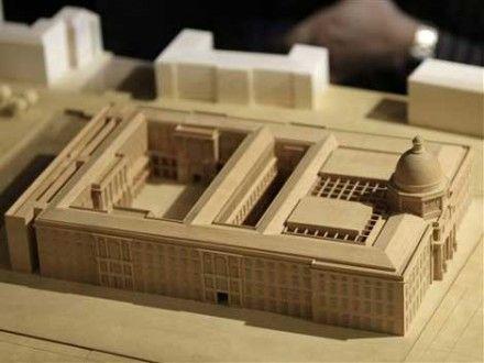 Dell hält den Wiederaufbau des Berliner Stadtschlosses für eine rückwärts gerichtete Stadtplanung. (AP)