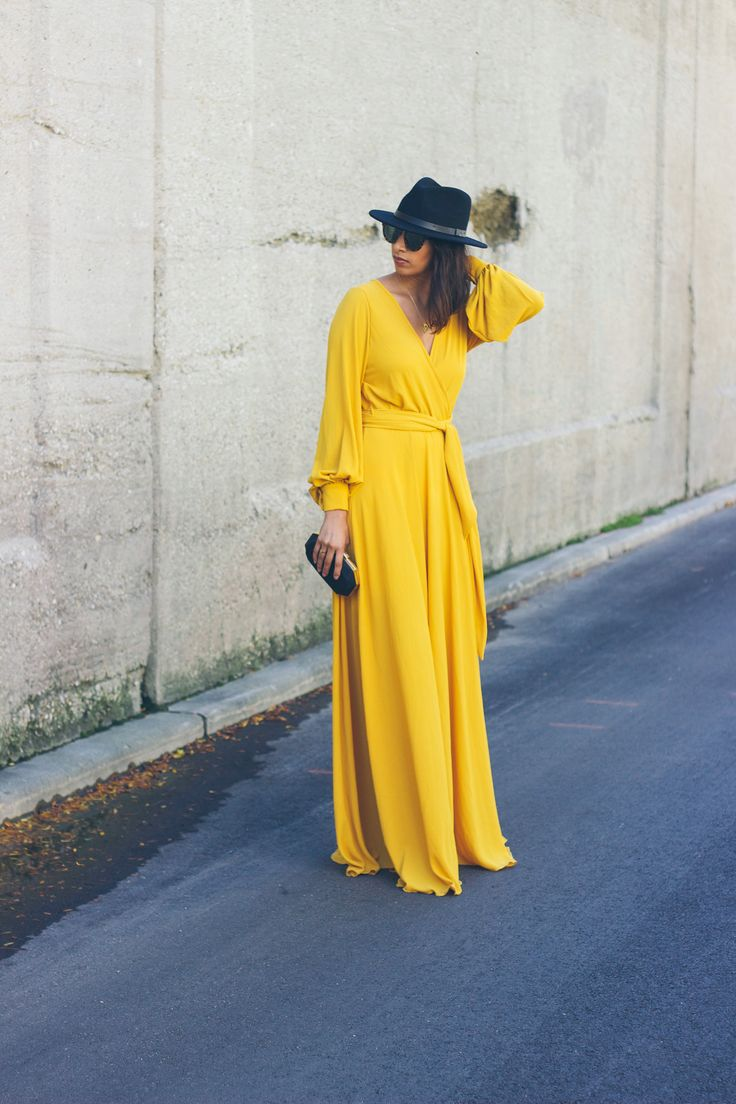 yellow maxi dress for fall! an easy outfit to transition your wardrobe. #fashion #women