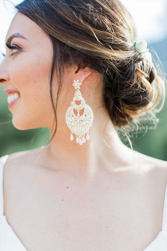 25 Ultimate Statement Earrings Ideas For Brides Glam Weddingday Wedding Accessories Bridaljewelry