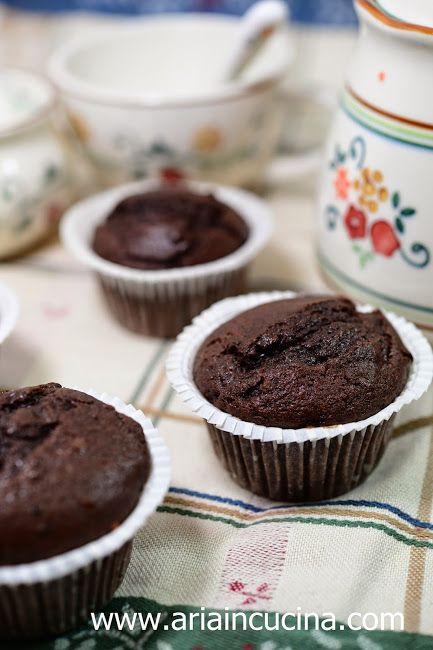 Blog di cucina di Aria: Muffins al cioccolato con yogurt e gocce di cioccolato…