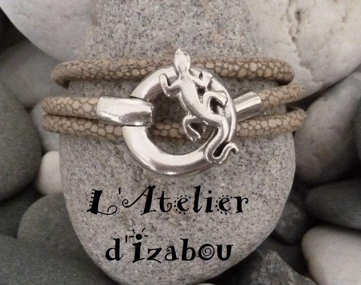 Bracelet femme triple tour cuir reptile kaki-beige et son fermoir crochet lézard : Bracelet par l-atelier-d-izabou
