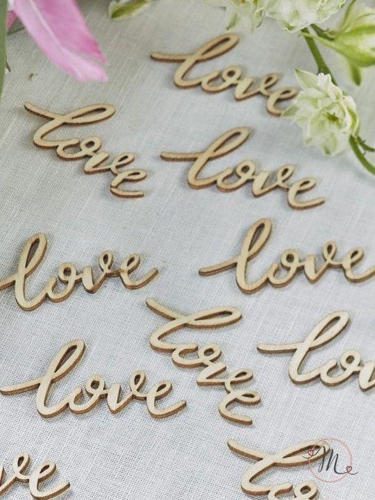 Legnetti decorativi love.  Per decorare i vostri tavoli in perfetto stile boho chic.  Misure: 5.5 x 3 cm.  Ordine minimo 25 pezzi e multipli di 25. #matrimonio #wedding #decorazione #love #legno  #party #ceremony #nozze #allestimenti #accessori