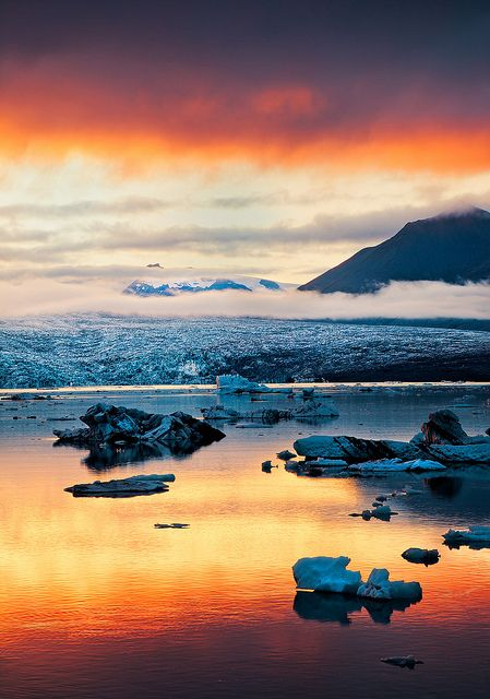Jökulsárlón is a large glacial lagoon in southeast Iceland, on the borders of Vatnajökull National Park.