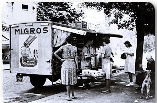 """Hatırlayanlar kimler?Yakın zamana kadar faaliyet göstermiş olan """"Migros gezici satış kamyonu"""" (1960)"""