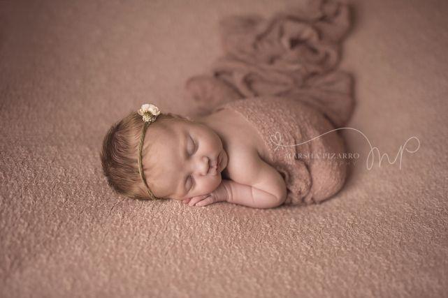 Newborn Baby Photographer, Calgary Maternity Photographer, Newborn Photos, Baby pictures, Calgary Newborn Photography, Calgary Baby Photographer, Marsha Pizarro Photography