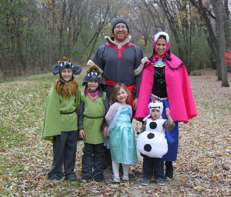 Super cute handmade family costumes from the movie Frozen. Those troll costumes are amazing! #frozen #handmadehalloween #halloweencostumes