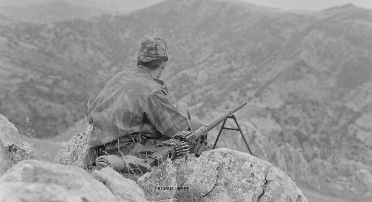 French paratrooper in Algeria (with a AA-52 machine gun).