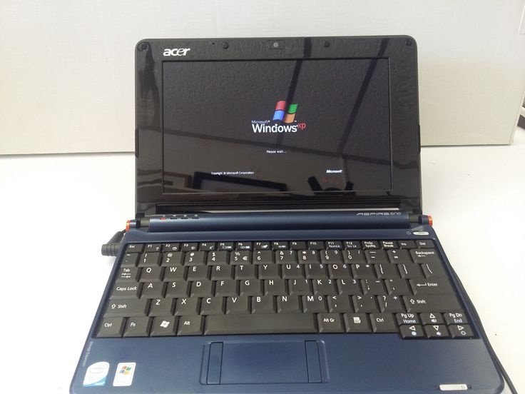 "Acer Aspire One ZG5 Blue 8.9"" Netbook WiFi Atom 1.6GHZ 1GB RAM 160GB Win XP"