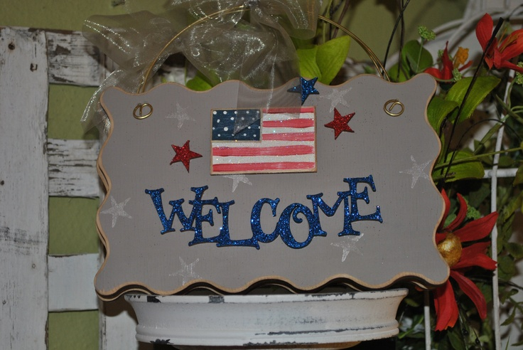 Welcome your family and friends with this great sign, or bring as a hostess gift to a 4th of July party!