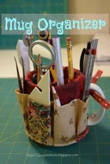Free Mug Organizer Pattern/Tutorial without using bias binding. Make to fit any size mug. Lots of odd mugs in the cabinet that can be used for anyone's desktop. Great gift for teacher! EASY!