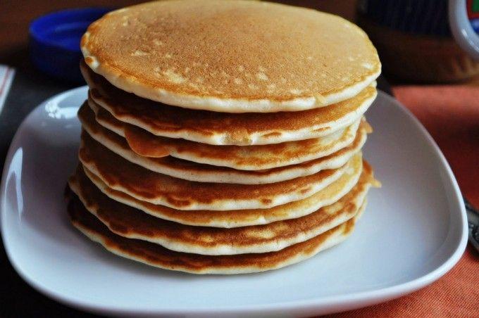 Панкейки классические Примечание: 2 Яйца. Отделить белки от желтков. Белки взбить в плотную пену. Добавить в тесто перед маслом.