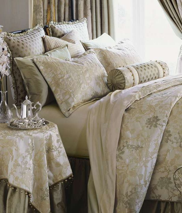 Bring an air of refined elegance to your home!: Accent Nicosia, Handtack Beds, Nicosia Duvet, Nicosia Handtack, Duvet Covers, Master Bedrooms, Nicosia Beds, Beds Collection, Bedrooms Ideas