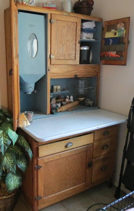 Hoosier cabinet reto pinterest for Reto kitchens