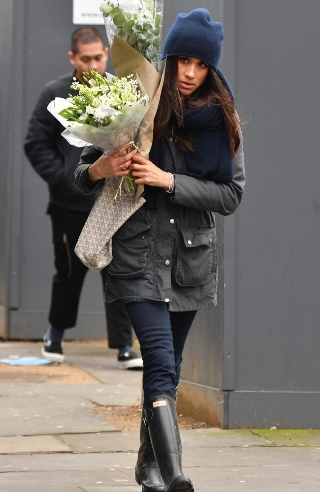 Royal Gossip: Prince Harry's girlfriend Meghan Markle wears a 'p...