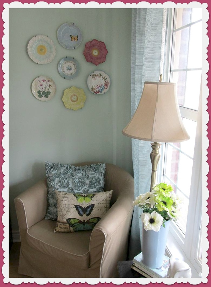 Queen B - Creative Me A Pretty Wall of Plates & 303 best Decorative Plates images on Pinterest | Dishes Plate wall ...