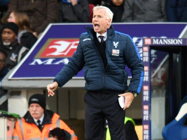 Report: Alan Pardew on brink of being sacked by Crystal Palace