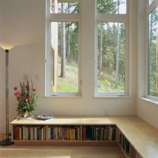 Une bibliothèque basse                                                                                                                                                     Plus